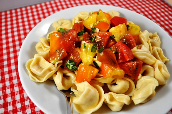 tortellini and red pepper sauce